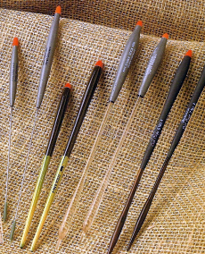 Stick-Pose, den Köder in verschiedenen Tiefen anbieten