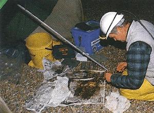 Angler Chris Clark beim Nachtangeln an der Kanalküste