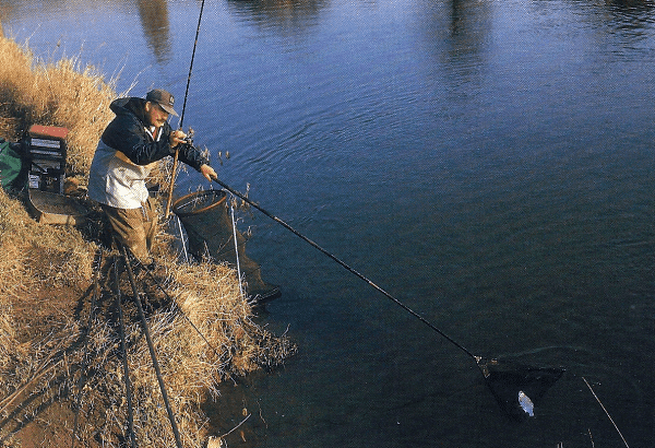Angler Clive Branson am Fluss River Wye bei Hereford