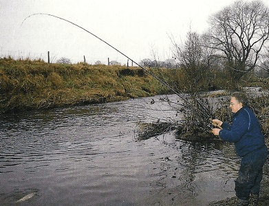Angler Graham Marsden auf Döbel am Fluss Dane