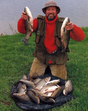 Angler John Wilson am Wensum in England bei New Costessey