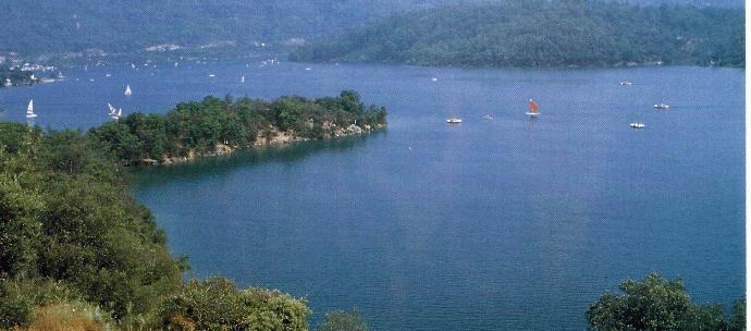 Lac de Saint-Cassien, ein phantastisches Angelwasser in Südfrankreich