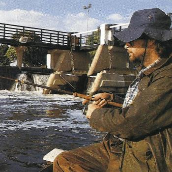 Lachs Angeln an der Themse am Stadtrand von London
